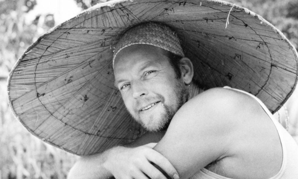 Svartvit bild på Sven i Indonesien 1956-57